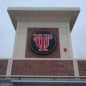 UT-Naimoli-exterior-logo