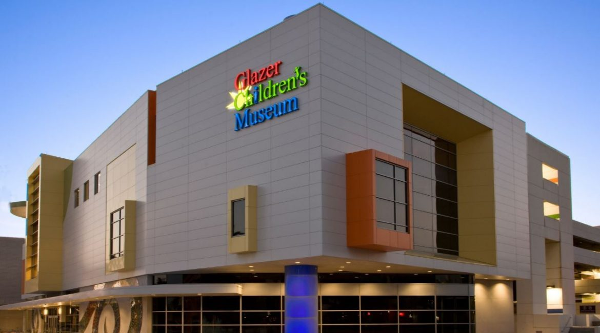 glazer-childrens-museum-exterior-illuminated